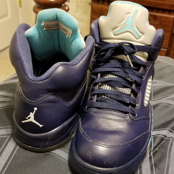 ac6a42f852fa7d Jordan Other - Air jordan 5 Charlotte hornets excellent pre-owned